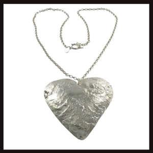 lr-textured-heart-pendant-b